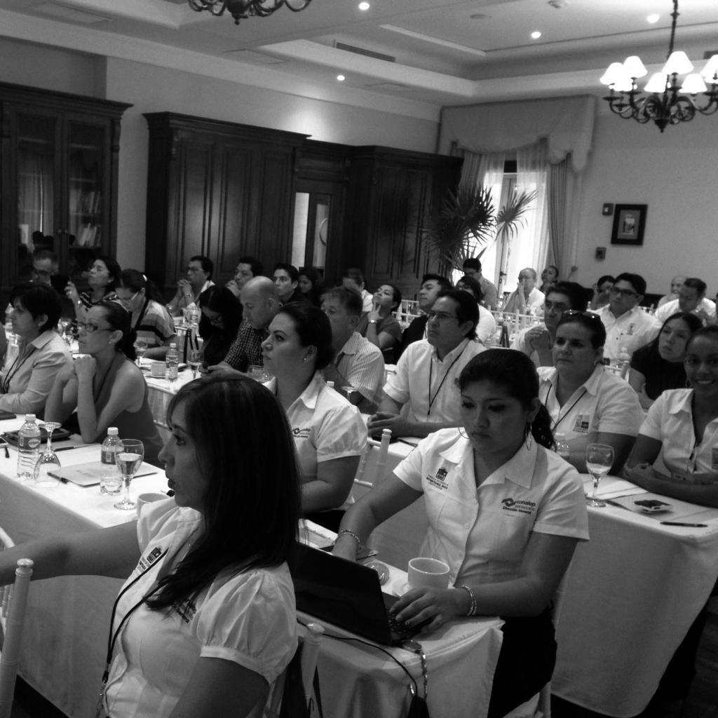 """""""El Portal de Empleo de la Riviera Maya: contribuyendo al empleo y al crecimiento"""" por Unus Branding. Asociación de Hoteles de la Riviera Maya."""